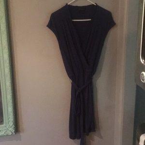 Cute and classic banana republic wrap dress, sz S